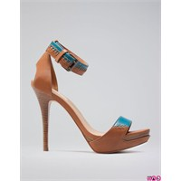 Yükse Topuklu Ayakkabı Modası
