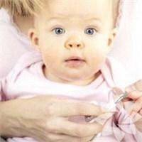 Bebek Tırnağını Keserken