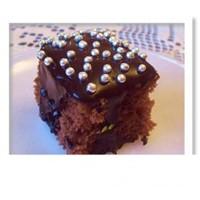 Browni Görünümlü Süslü Kekler