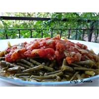 İftar Menüsü Ve Domates Soslu Börülce Salatası