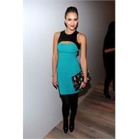 Jessica Alba'nın Mavi Elbise Modeli Yakıyor!