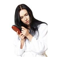 Saçınız Günde 100 Telden Fazla Dökülüyorsa Ciddiye