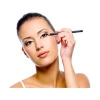 Göz Makyajı Nasıl Yapılmalı?