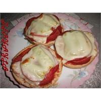 Hamburger Ekmeğiyle Kolay Pizza