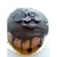 Çikolatalı Ceviz Krokanlı Pasta