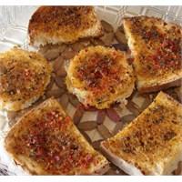 Zeytinyağlı Çeşnili Fırında Ekmek Dilimleri