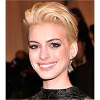 Sarışın Anne Hathaway'e Ne Dersiniz??