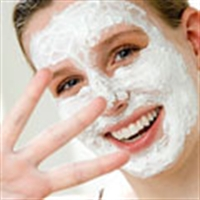 Tüm Cilt Tiplerine Uygun Cilt Maskesi
