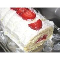 Çilekli Rulo Pasta Yapımı
