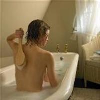 Sivilceli Ciltler İçin Ebegümeci Banyosu