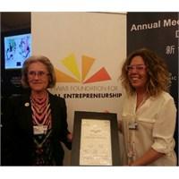 Yılın Sosyal Girişimcisi Ödülü Bedriye Hülya'nın!