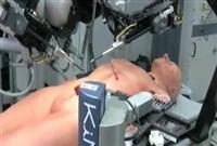 Cerrah Robot Ameliyat Yapıyor