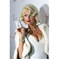 Paris Hilton yeni parfümü Tease
