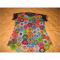 Renkli Motiflerden Rengarenk Bluz