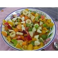 Mevsim Meyveleri İle Renkli Meyve Salatası