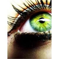 Badem Bıyık İle Yeşil Gözler