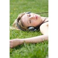 Dikkat Kulaklıkla Müzik Dinlemek Öldürebilir!