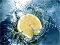 Yağlı Ciltlerin Temizliği İçin Limon Suyu Losyonu