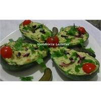 Avokado Çanağında Ezme Avokado Salatası