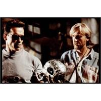 Cameron'dan Schwarzenegger'e Terminatör Tavsiyesi