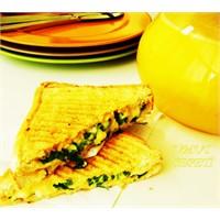 Peynirli Ve Salamlı Tost Börekleri