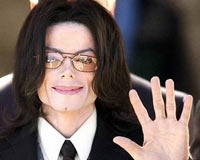 Micheal Jackson Yaşamını Yitirdi