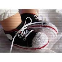Bebeğin İlk Ayakkabısı Nasıl Seçilmeli?