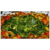 Körili Soslu İspanak Salatası Ve Ekmekli Mantar