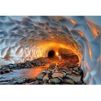 Büyüleyici Güzellikte Volkanik Buz Tüneli