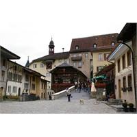 İsviçre La Gruyere'de Korku Ve Peynir