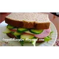 Çavdar Ekmekli Sandviç