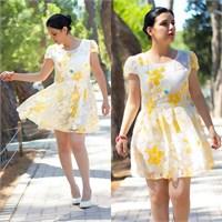 Ne Giydim: Çiçekli Dantel Elbise