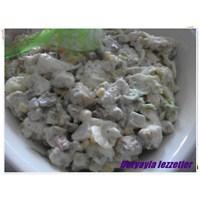 Kıtır Ekmekli Tavuklu Salata