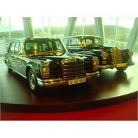 Mercedes'in Bütün Modelleri Bu Binada!