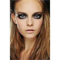 2012 Makyaj Trendi Lacivert Göz Makyajı