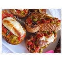Menemen Çeşnili Fırında Ekmek Dilimleri