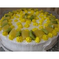 Ananaslı Nefis Yaş Pasta Tarifi