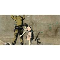 Kimliği Bilinmeyen Duvar Ressamı Banksy