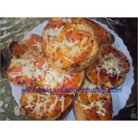 Domatesli Yumurtallı Ekmekler