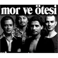Türkiyenin En İyi Gruplarından Biri Mor Ve Ötesi