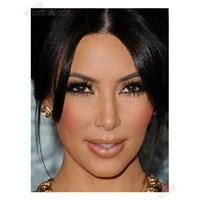 Kim Kardashian'ın Porselen Makyajı