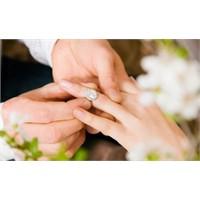 Evlilik İlla Olmalı Mı?