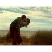 Aşık Mısınız Yoksa Sadece Sevgi Mi?