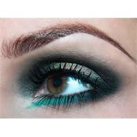 Gösterişli Versace Göz Makyajı Nasıl Yapılır?