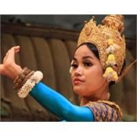 Apsara: Geleneksel Khmer Dansı