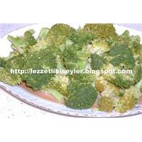 Brokoli Salatası (Şefin Özel Sosu)