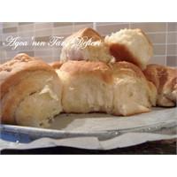 Sarımsaklı Minik Ekmekler... Little Garlic Buns...