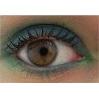 Kahverengi Gözlülere Yeşil Göz Makyajı