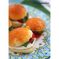 Taze Mozzarellali Kahvalti Sandwichleri