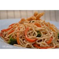 Sebzeli Çin Makarnası (Noddle) İle Çıtır Tavuklar